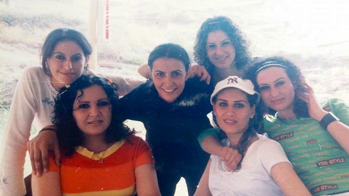 6 Frauen lächeln in die Kamera, Bild aus dem Nordirak in guten Zeiten