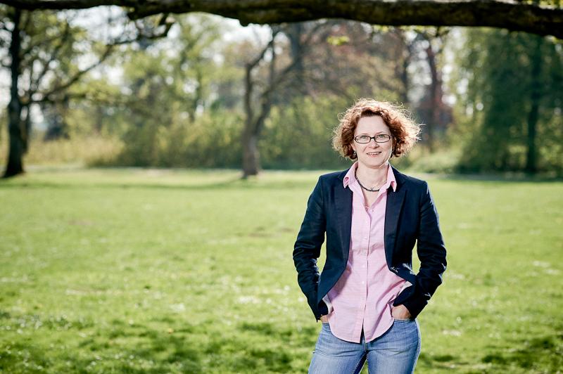 Louise Portrait im Park