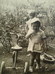 Identität als Kleinkind mit Dreirad
