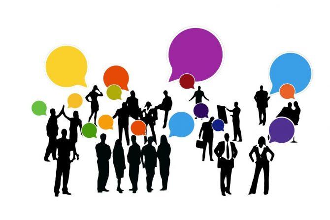 Menschengruppe im Gespräch - Debatte gendern