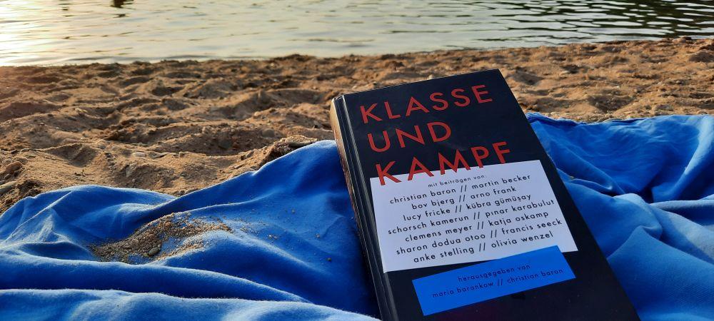 Klasse und Kampf Buch am Strand